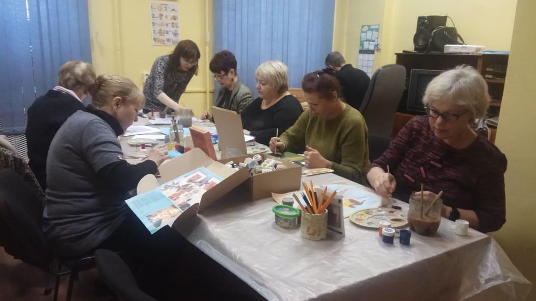 Старшее поколение Ярославки осваивает рисование